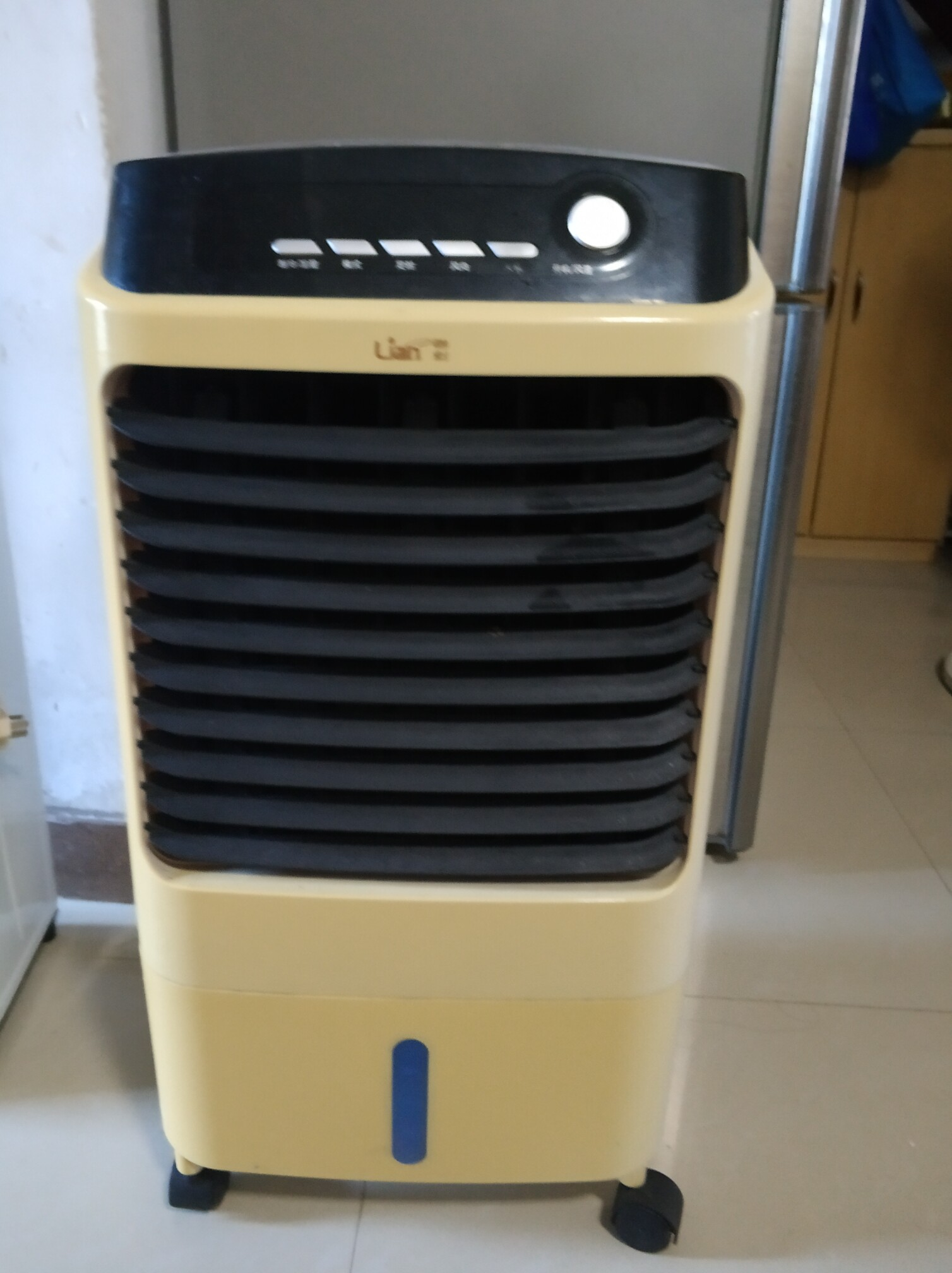 八成新单冷空气调节扇,带摇控,功能正常,外观无划痕,淡水附近