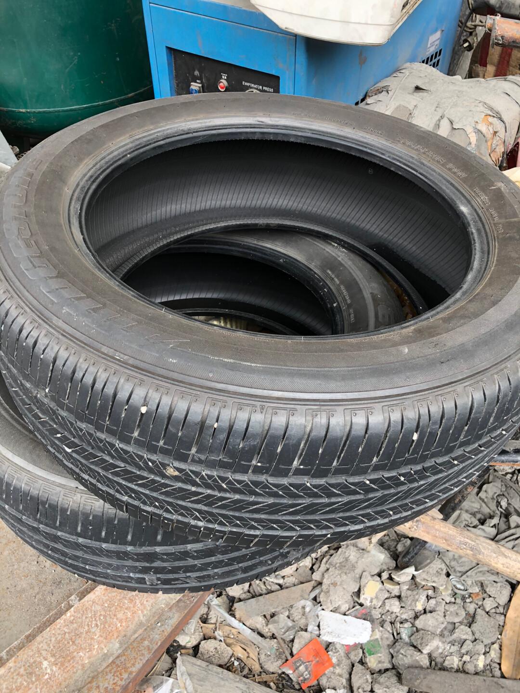 出235/55/18的普利司通轮胎,19年和17各一条,有一