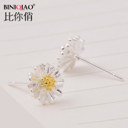 Daisy flower Chrysanthemum earrings women''s earrings are hypoallergenic earrings small fresh and simple day Korea
