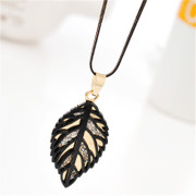 Love rhinestone leaf necklace sweater chain long necklace accessory jewelry jewelry jewelry package mail