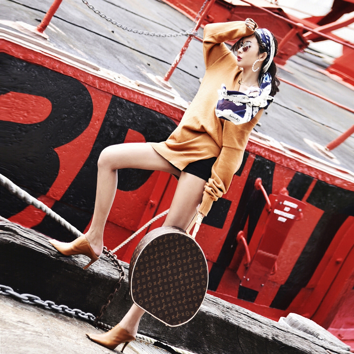 BettyChow度假系列 18春夏金驼色V领褶皱套头毛衣连衣裙 内含背心