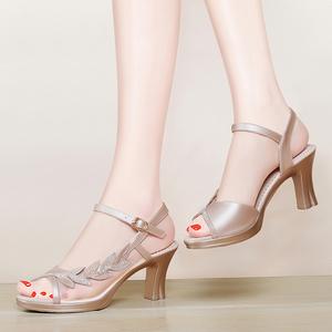 凉鞋2017夏季新款大码女士高跟鞋一字扣带妈妈鞋时尚网纱粗跟女鞋