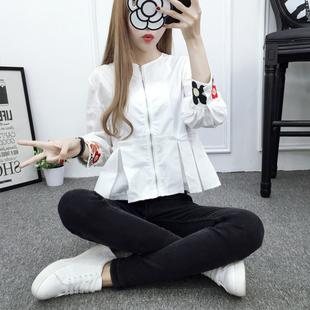 2019春秋季新款刺绣长袖白色衬衫棉麻荷叶边下摆宽松娃娃衫女上衣图片