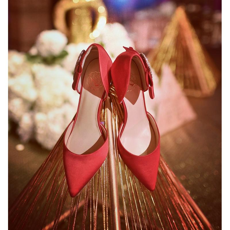 73Hours 星辰 红色白色缎面水钻蝴蝶结尖头年会高跟鞋 杨颖同款