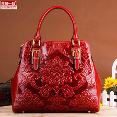 Show a genuine leather Lady handbag suede leather multi compartment shoulder bag pressed flowers for luxury bags