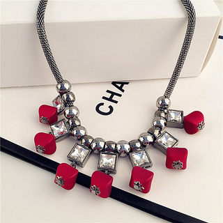 Love Korea exaggerated necklace women fashion accessories necklace jewelry in Europe and America the clavicle clavicle decorative necklace chain-mail