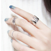 Post the Korean version of the stylish new ring of the ring open Crown three female Korean fashion women''s fashion jewelry women