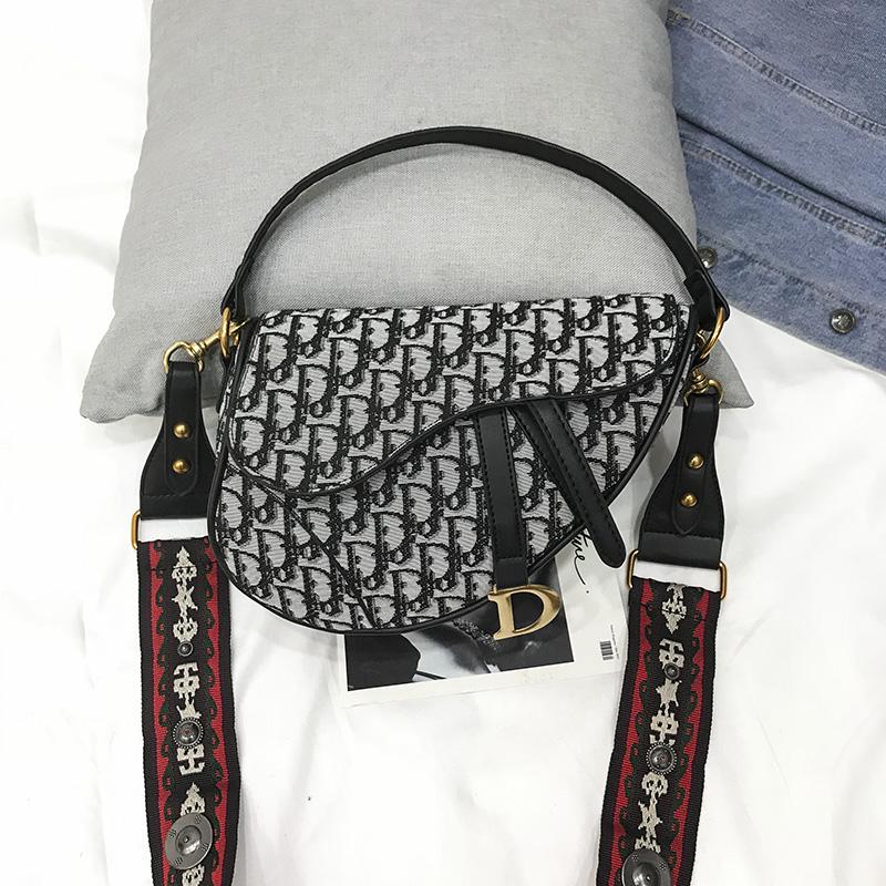 仙女包2019夏上新款手提包时尚呢子马鞍包宽肩带柳钉单肩斜挎包潮