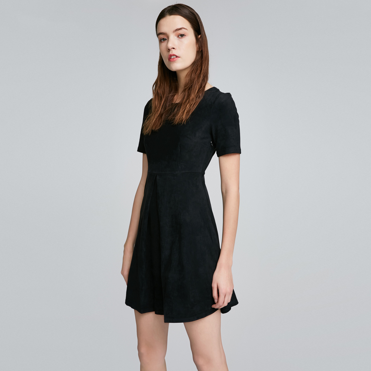 ONLY秋季新品修身捏褶设计圆领纯色短袖连衣裙女-116361517