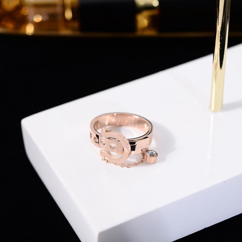 韩版时尚个性装饰戒指女食指环镀18k玫瑰金皮带扣链条戒子潮配饰