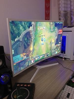 入手评价:三星曲面显示器32寸C32F395FW高清PS4液晶电脑屏感受