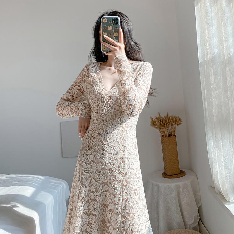 春季新款长裙子气质长款仙女裙子法式复古显瘦过膝蕾丝度假连衣裙