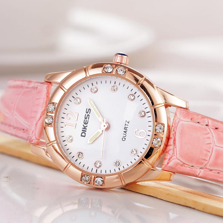 9.9包邮夜光韩版女表皮带时尚可爱学生手表女时装表正品女士手表