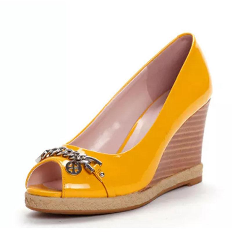 达芙妮旗下SHOEBOX/鞋柜春季链条装饰鱼嘴坡跟女单鞋 1113202218