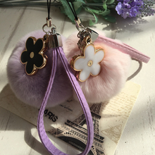韩国创意cn1兔毛球手rt机U盘包包挂饰可爱毛绒球花朵皮绳。