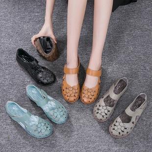 妈妈鞋凉鞋女夏季平底真皮舒适软底中老年女士包头女鞋时尚洞洞鞋