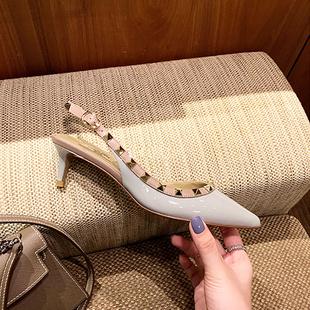 2021夏季新款女士百搭V家铆钉高跟鞋中跟5cm细跟尖头包头网纱凉鞋