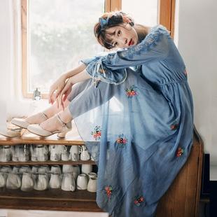 复古文艺气质仙女刺绣花朵高腰灯笼袖连衣裙秋装新款旅拍长裙子