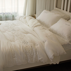 Autumn and winter models thick quilt double quilt core white 40 days silk satin embroidery quilt warm quilt winter quilt