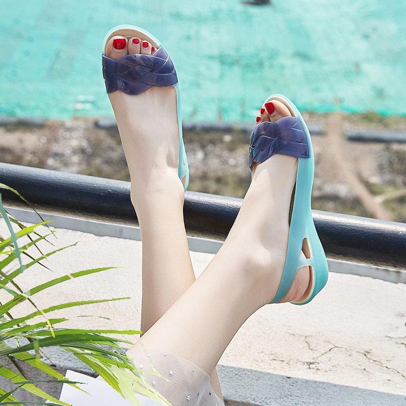 2019夏季塑料凉鞋女坡跟厚底海边度假妈妈沙滩鞋女鱼嘴水晶果冻鞋