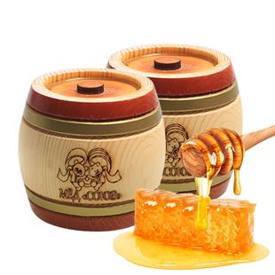 蜂蜜的功效与作用:促进吸收:蜂蜜中含有大约35%的葡萄糖,40%的果糖,这两种糖都可以不经过消化作用而直接被人体吸收的。 抗菌消炎:优质蜂蜜在室温下放置数年不会腐败,表明其防腐作用极强。实验证实,蜂蜜对链球菌、葡萄球菌、白喉杆菌等革兰阳性菌有较强的抑制作用。促进消化:研究证明,蜂蜜对胃肠功能有调节作用,可使胃酸分泌正常。动物实验证实,蜂蜜有增强肠蠕动的作用,可显著缩短排便时间。 改善睡眠:蜂蜜可缓解神经紧张,促进睡眠,并有一定的止痛作用。蜂蜜中的葡萄糖、维生素、镁、磷、钙等能够调节神经系统,促进睡眠。 保肝作用:蜂蜜对肝脏的保护作用,能为肝脏的代谢活动提供能量准备,能刺激肝组织再生,起到修复损伤的作用。