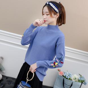 毛衣女加厚新款百搭秋冬季学生宽松绣花短款套头半高领打底针织衫