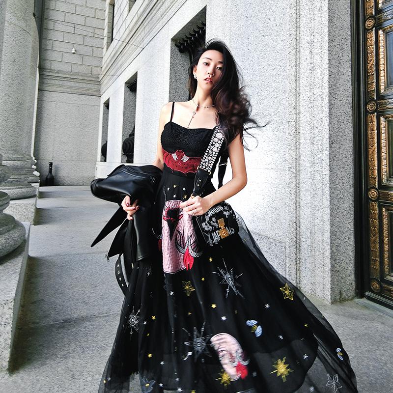 维多利亚复古长裙女过膝心机裙子设计感黑色吊带内搭网纱冬连衣裙