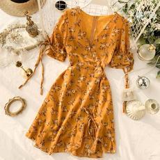 法式连衣裙2019新款夏甜美洋气桔梗裙V领收腰显瘦雪纺复古碎花裙