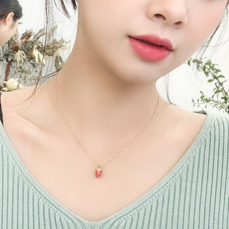 小众设计草莓吊坠项链女韩版简约学生森系网红锁骨链脖子饰品潮