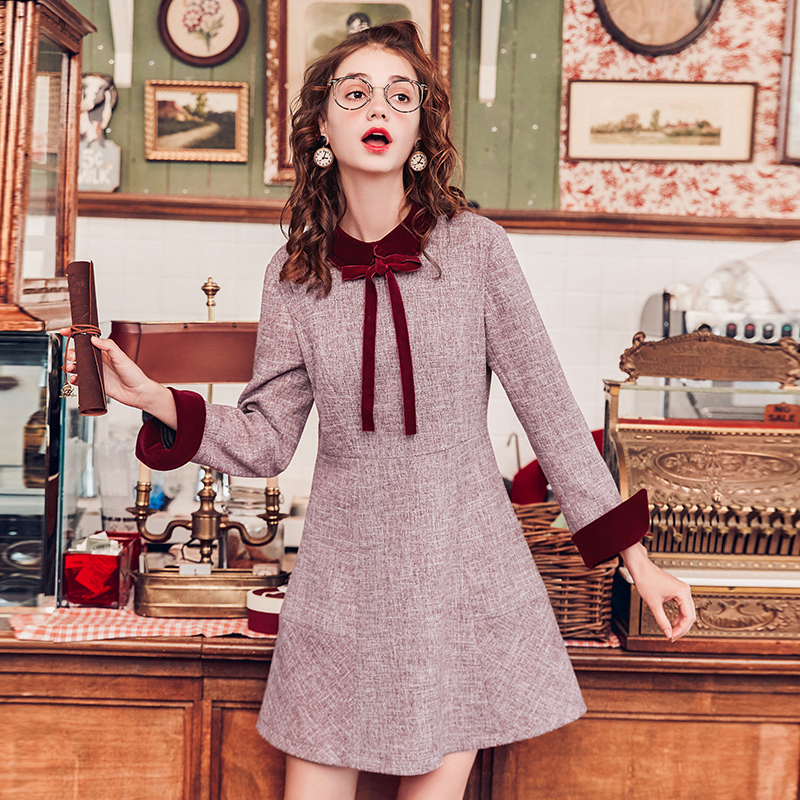 MG小象裙子女装新款2017冬季中长款红色复古丝绒娃娃领a字连衣裙