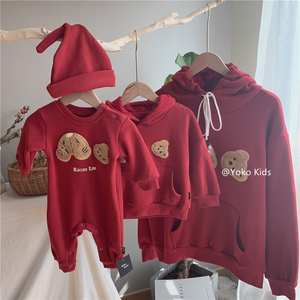 Baby and bear clothes cartoon bear sweater 2019 men and women baby plus velvet hooded loose baby parent-child one-piece dress