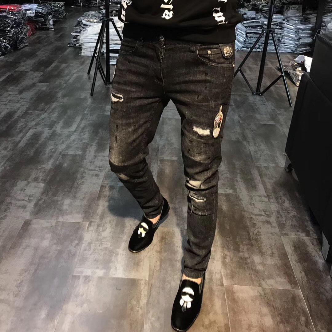 男士2018新款个性时尚韩版修身破洞刺绣贴标牛仔裤青年潮流小脚裤