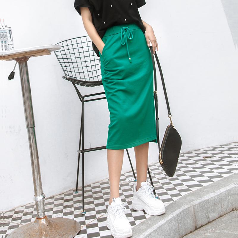 点击查看商品:半身裙女2020夏季新款高腰黑绿色直筒裙中长款休闲ins超火的裙子