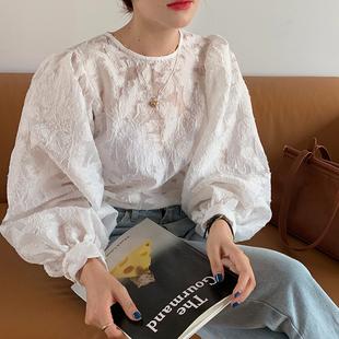 韩国chic减龄小心机镂空透视圆领上衣女气质灯笼袖钩花长袖衬衫秋图片