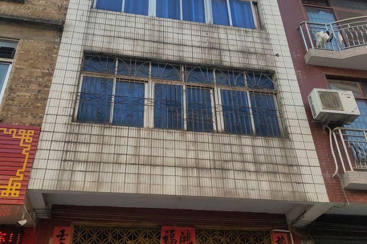 被执行人卢祖业和案外人梁XX共同共有的坐落于桂平市西山镇新岗村凤凰岭的房屋一幢