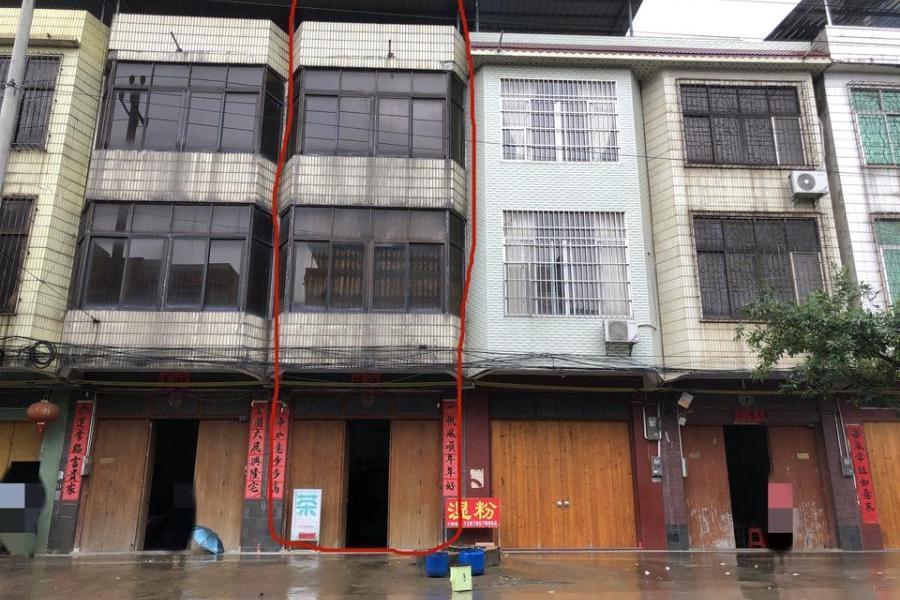 位于贵港市覃塘区黄练镇黄练二十二米街51号的房地产一宗