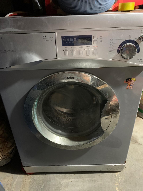 海尔滚筒洗衣机  一切正常  小卫生间也能进去   需要的朋