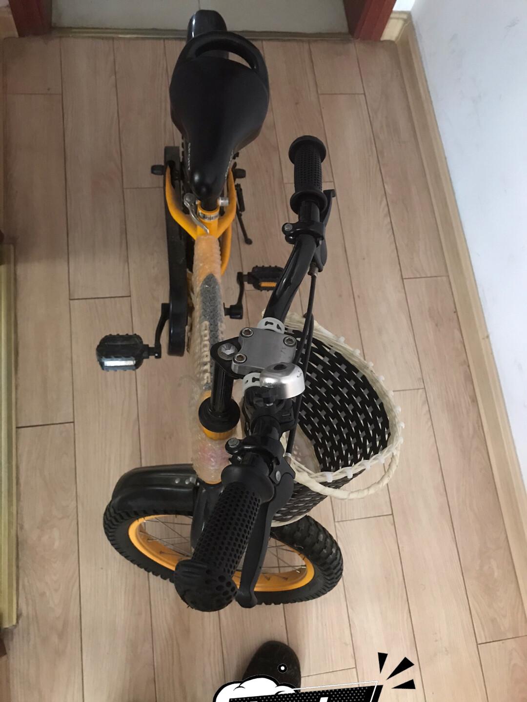 好**儿童自行车,尺寸16寸,黄色自用转出,八成新,小轮在。