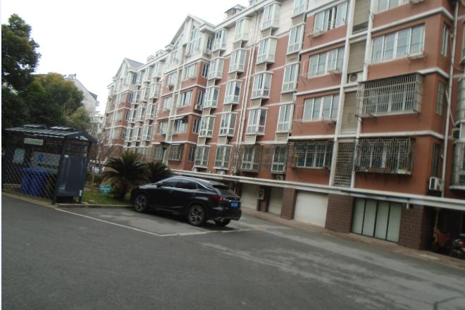 (一拍)太仓市塔桥公寓3幢201室、03车库室、车库49室、车库51室不动产