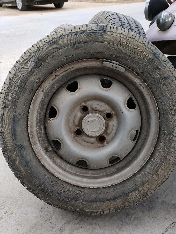 165-70r13带轮毂一起,自己脱审面包车拆出来的,要的速