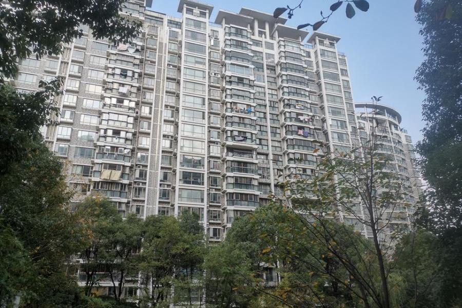 张家港市杨舍镇清水湾32幢101室不动产(含室内固定装饰装修)