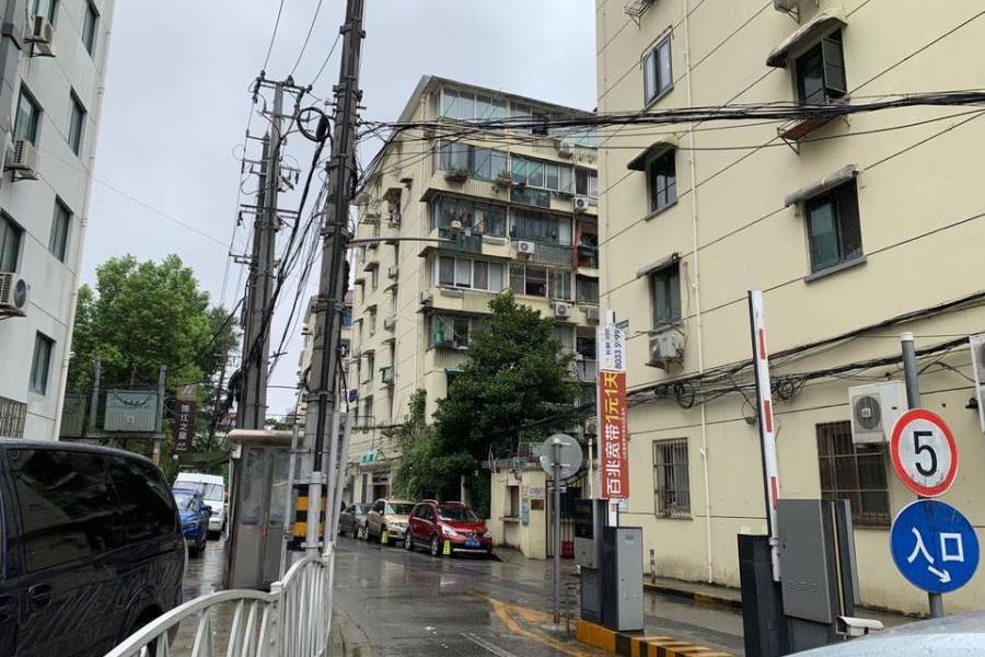 上海市长宁区长宁路1600弄26号503室公寓