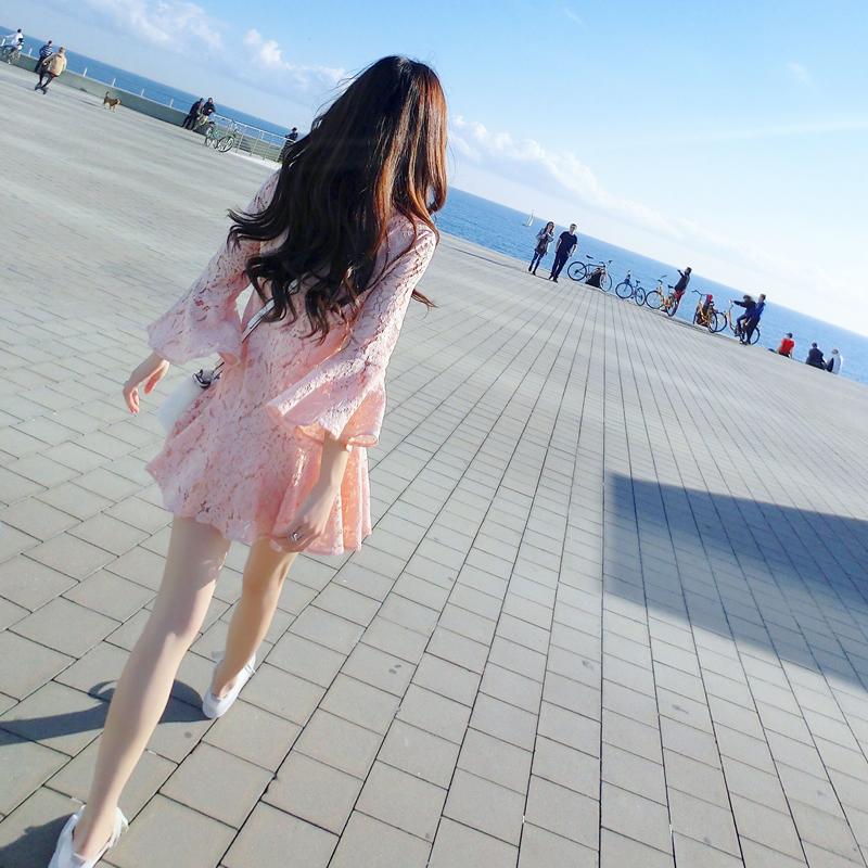 泡沫之夏2017春季新款粉色甜美圆领喇叭袖短裙蕾丝连衣裙AD71088