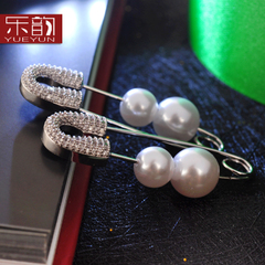 Music Korea fashion jewelry allergy new personality temperament Lady paperclip exaggerated Stud Earrings