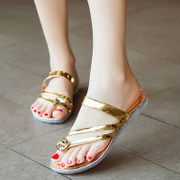 Cool in summer 2015 new Korean fashion flat Sandals Diamante Beach flip-toe shoes with lovely pinch