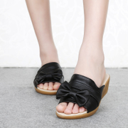 In summer with MOM and old Sandals shoes slippers leather bow mother soft bottom with anti-slip women shoes