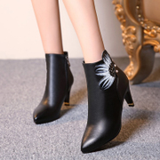 Love Korean version painted in autumn and winter the odd Pearl pointed thick high heel fashion short boots women short tube boots winter boots and ankle boots