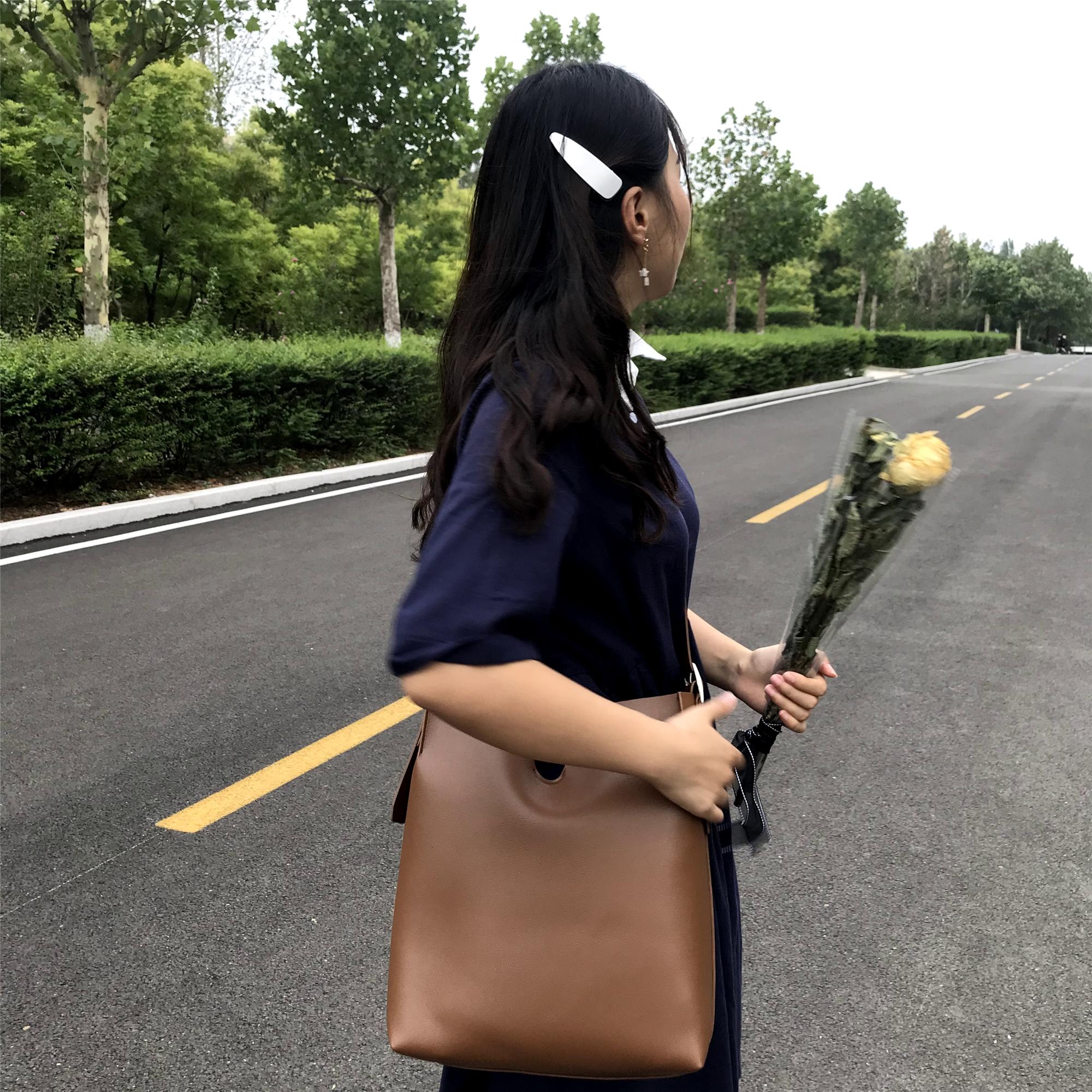 包包女2019春夏新款韩国简约v型pu皮可调节单肩斜挎大水桶子母包