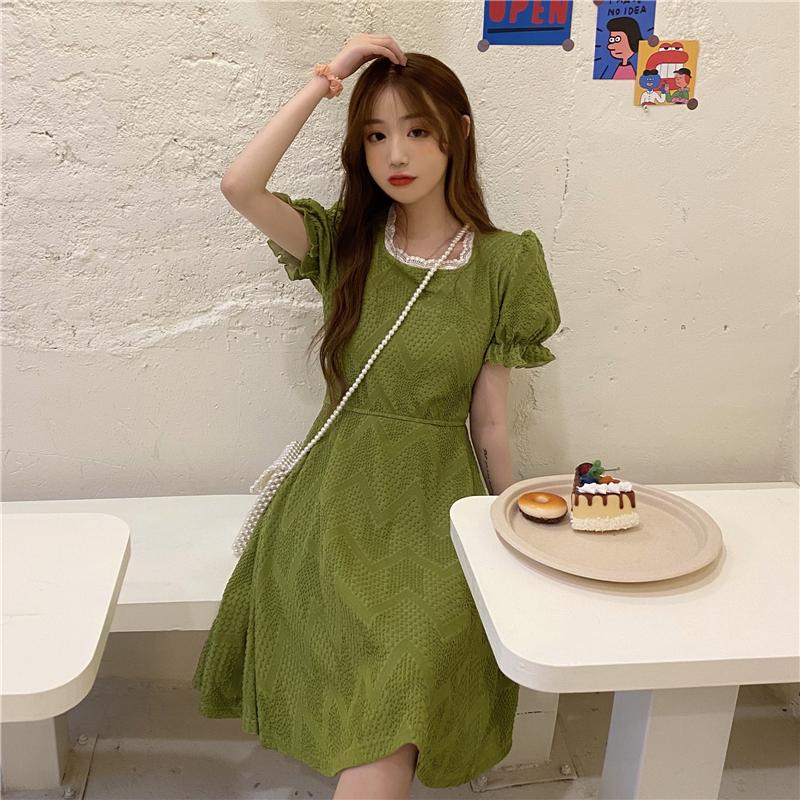 实拍实价~新款抹茶绿复古法式花边泡泡袖裙子百搭方领连衣裙-木易太服饰-工厂已开-