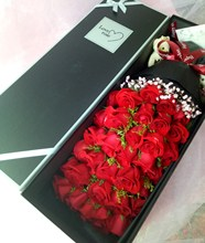 青岛鲜花店送同城速递情的节ab10夕女神bx0红粉玫瑰礼盒花束